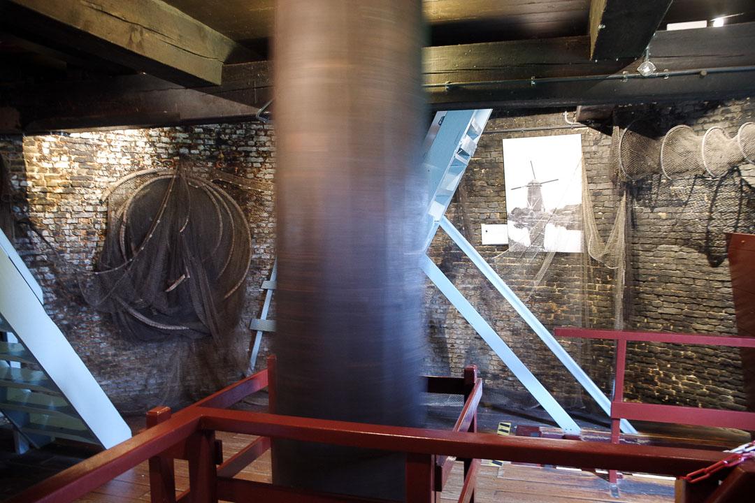 mécanisme à l'intérieur du moulin