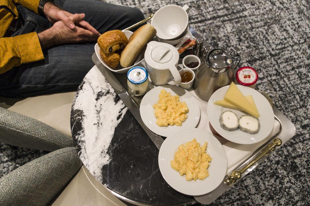 plateau petit déjeuner en chambre