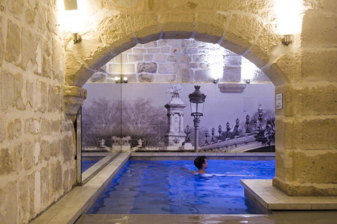 piscine interieure de l'hôtel la lanterne