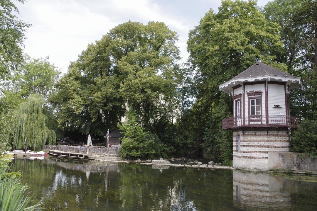 Jardin sur les bords de l'Eure à Chartres