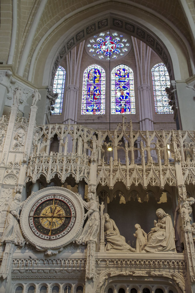 Horloge dans la cathédrale de Chartres