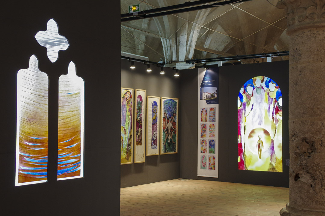 Exposition de vitraux contemporain au centre international du vitrail à Chartres