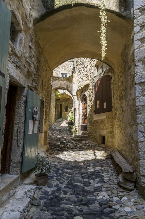 ruelle dans le village de Saint-Montan