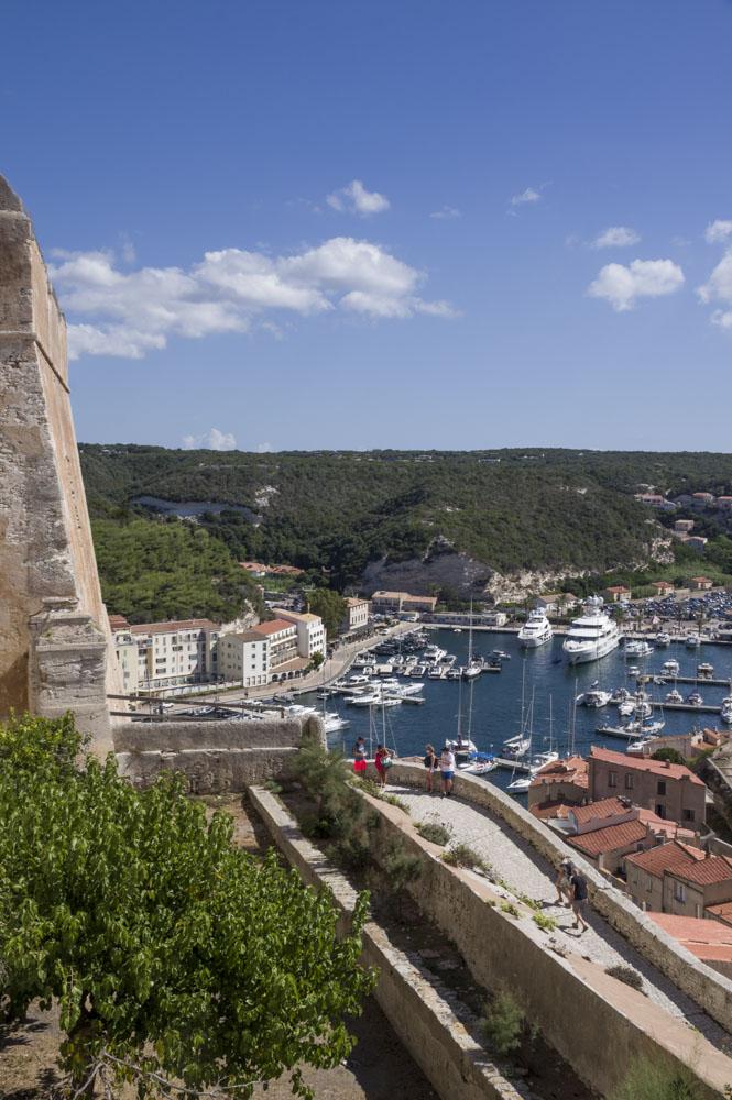 Bastion de l'Etendard et vue sur le Port de Bonifacio