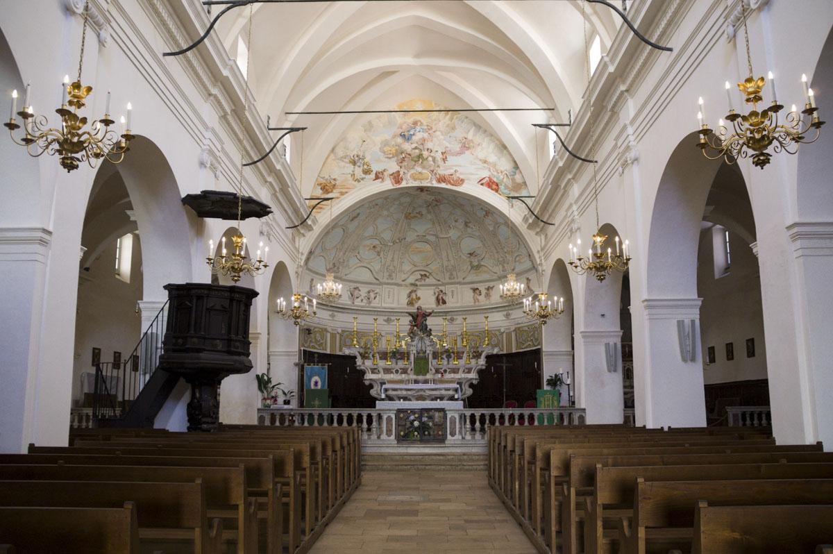 intérieur de l'église sainte marie majeure à Bonifacio