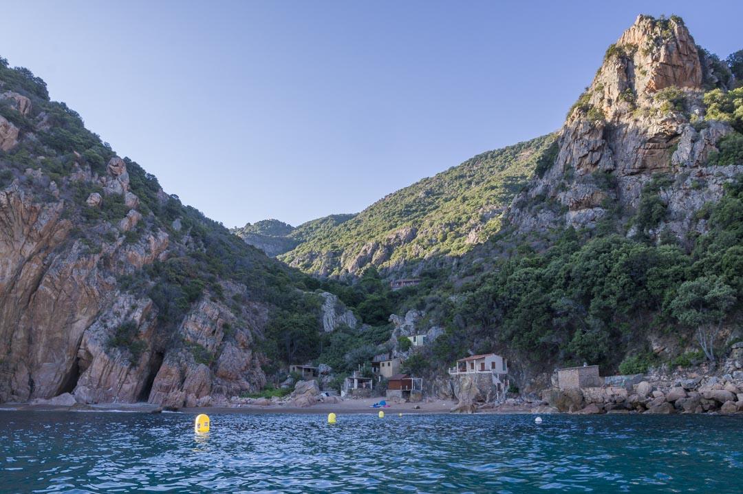 la plage de Ficaghiola vue de la mer