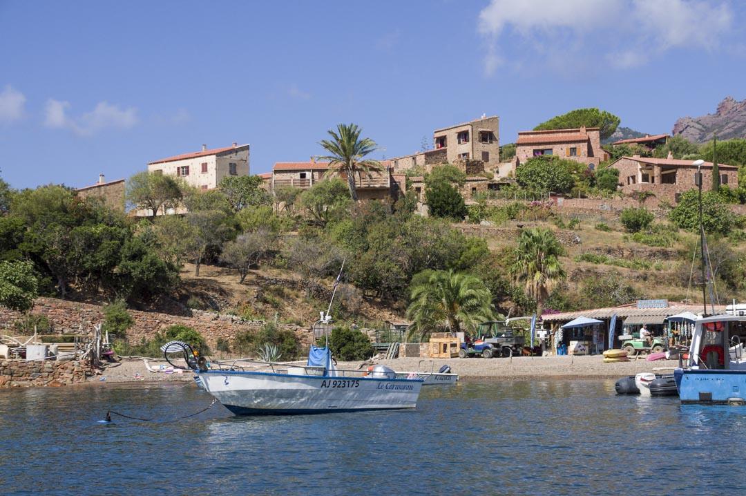 le village de pecheurs de  Girolata en Corse