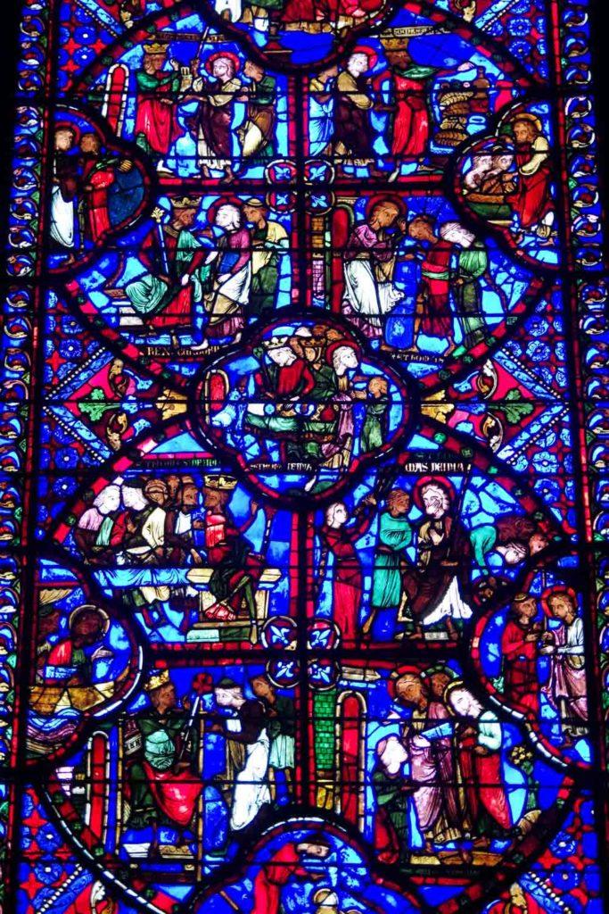 Détails des vitraux médiévaux de la cathédrale de Bourges