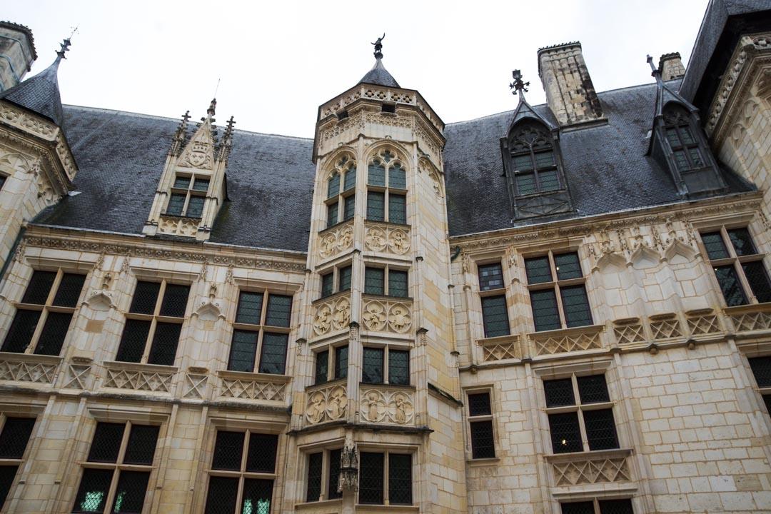 la cour du Palais Jacques Coeur, chef d'oeuvre Renaissance au coeur de Bourges