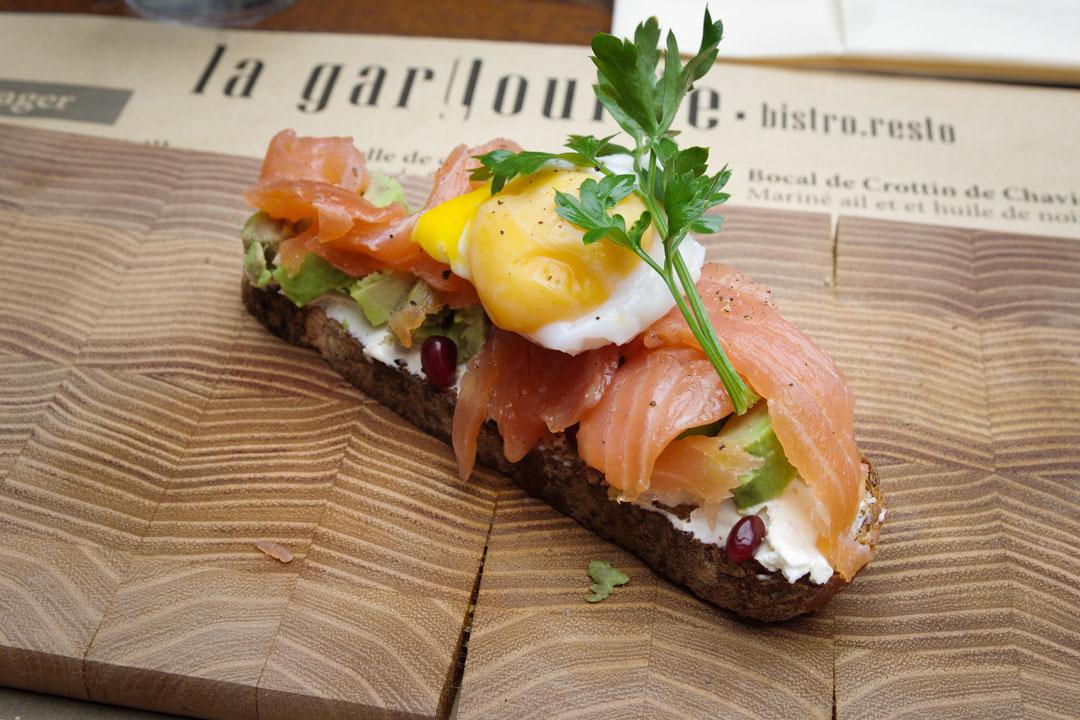 Restaurant la Gargouille à Bourges : tartine oeuf saumon avocat
