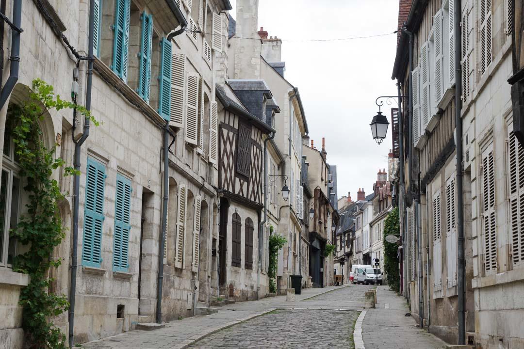 Rue Bourbonnoux dans le centre-ville de Bourges