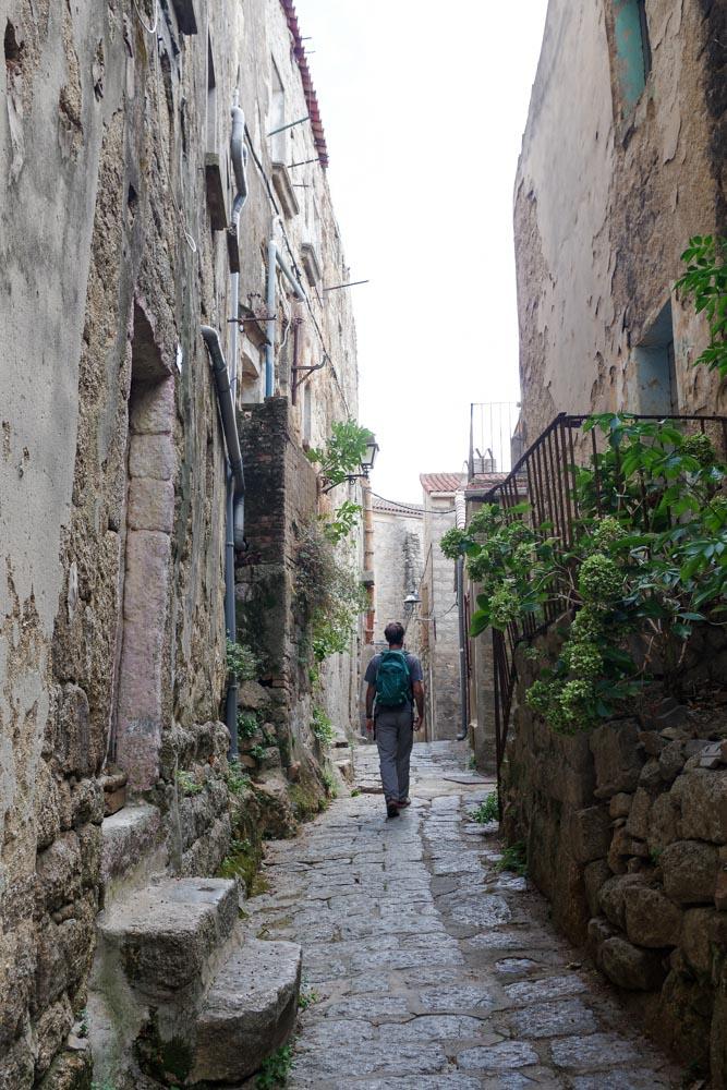 balade dans les ruelles du centre historique de Sartène