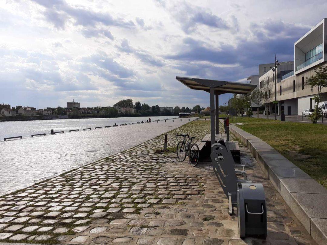 aire de vélo de choisy le roi en bord de Seine