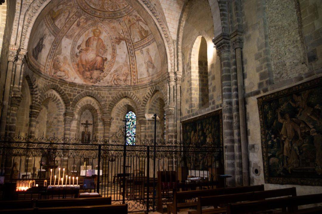 interieur de la basilique d'Evron