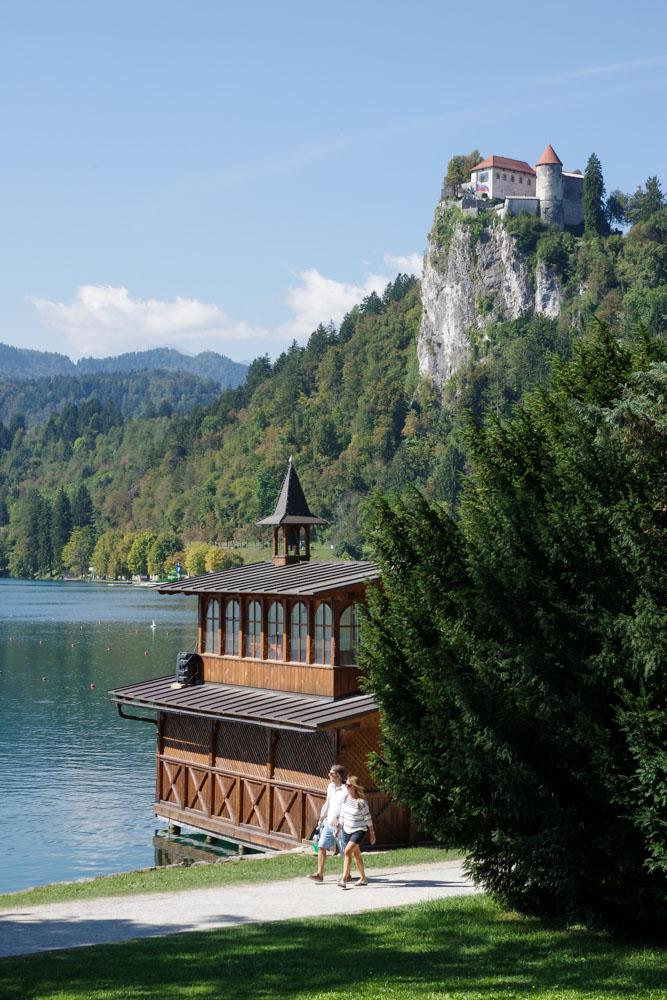 les abords du lac de bled et la vue sur le Château