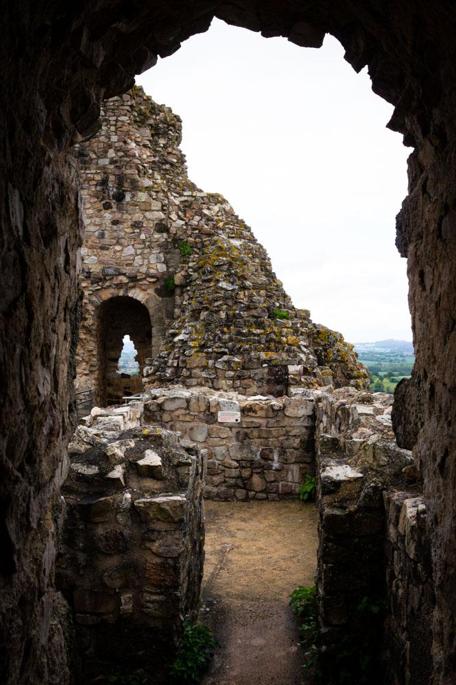 visite du donjon du château de Sainte Suzanne