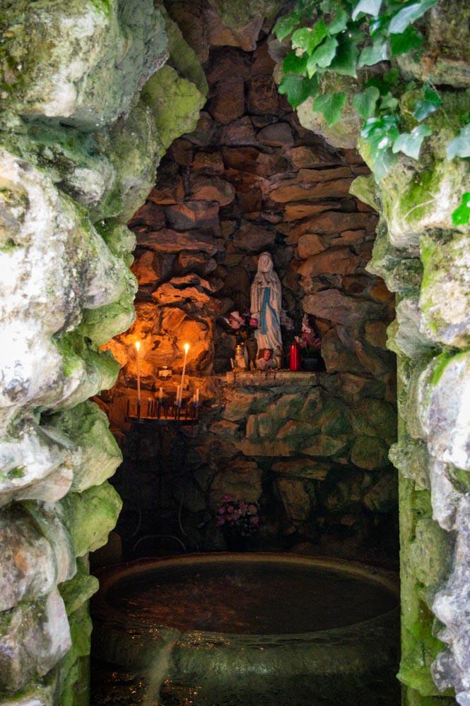 grotte sous l'oratoire de Saint Cénéré à Saulges