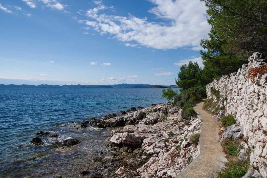 sentier cotier au sud de l'ile d'Ugljan
