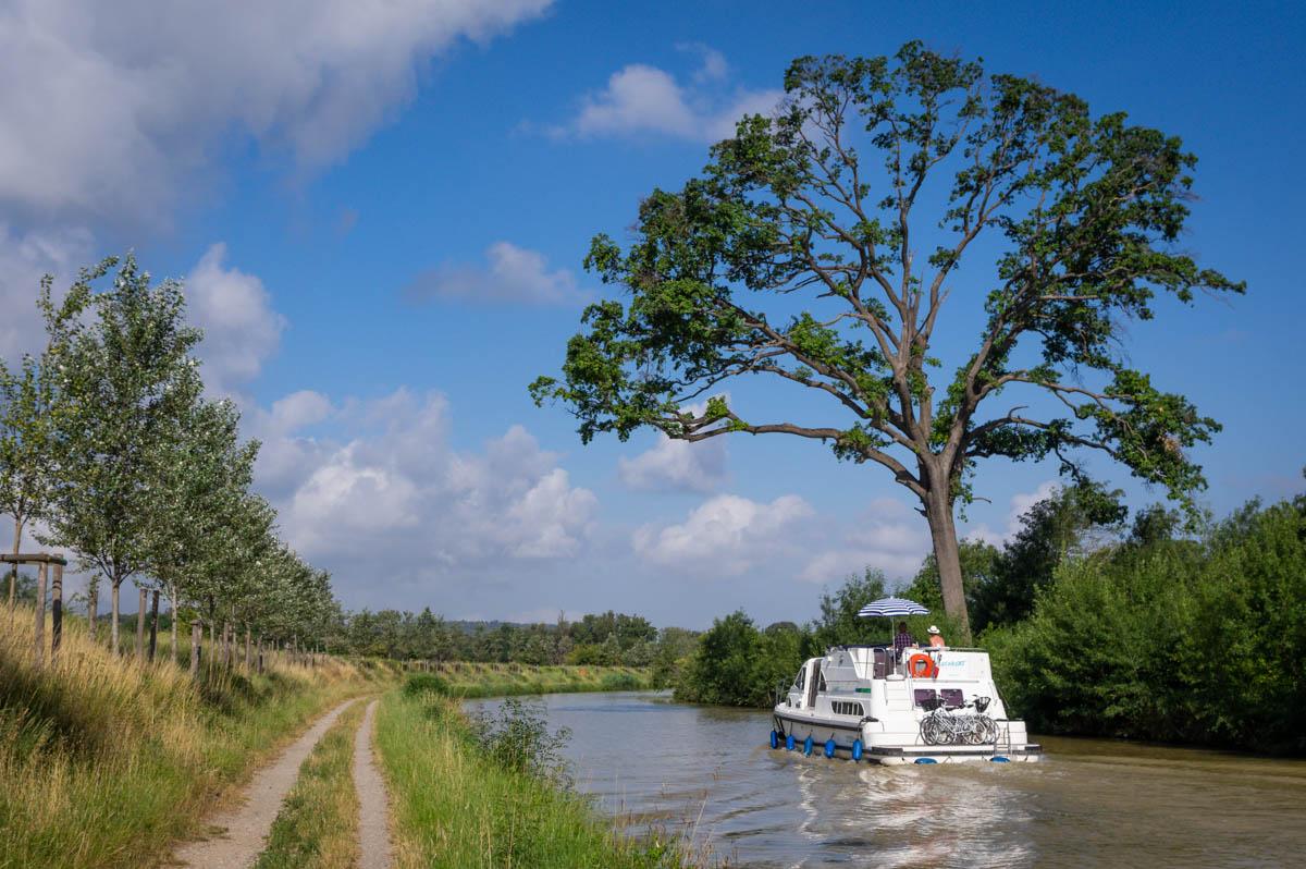Chemin de halage sur le canal du Midi