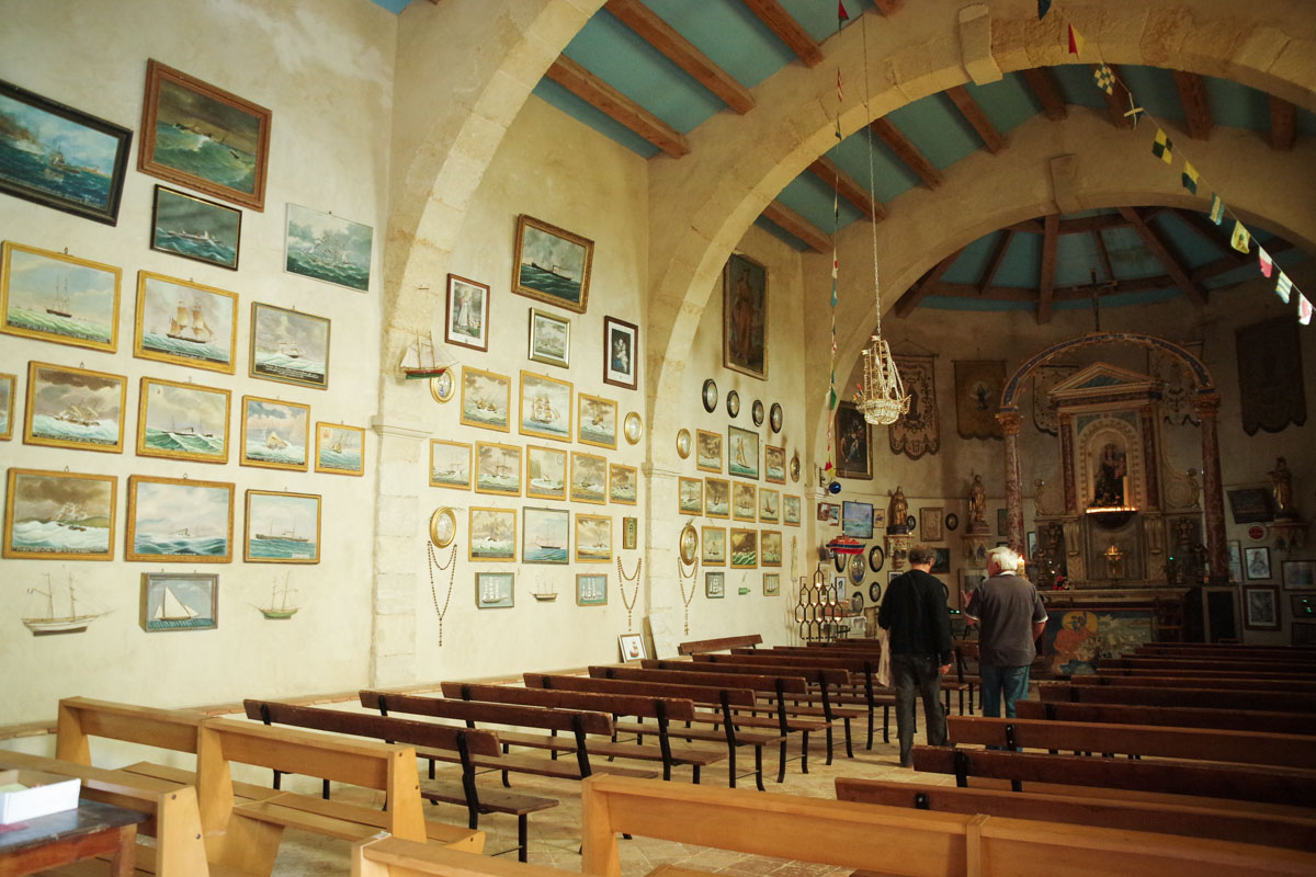 Chapelle Notre-Dame des Auzils et ses nombreux ex-voto