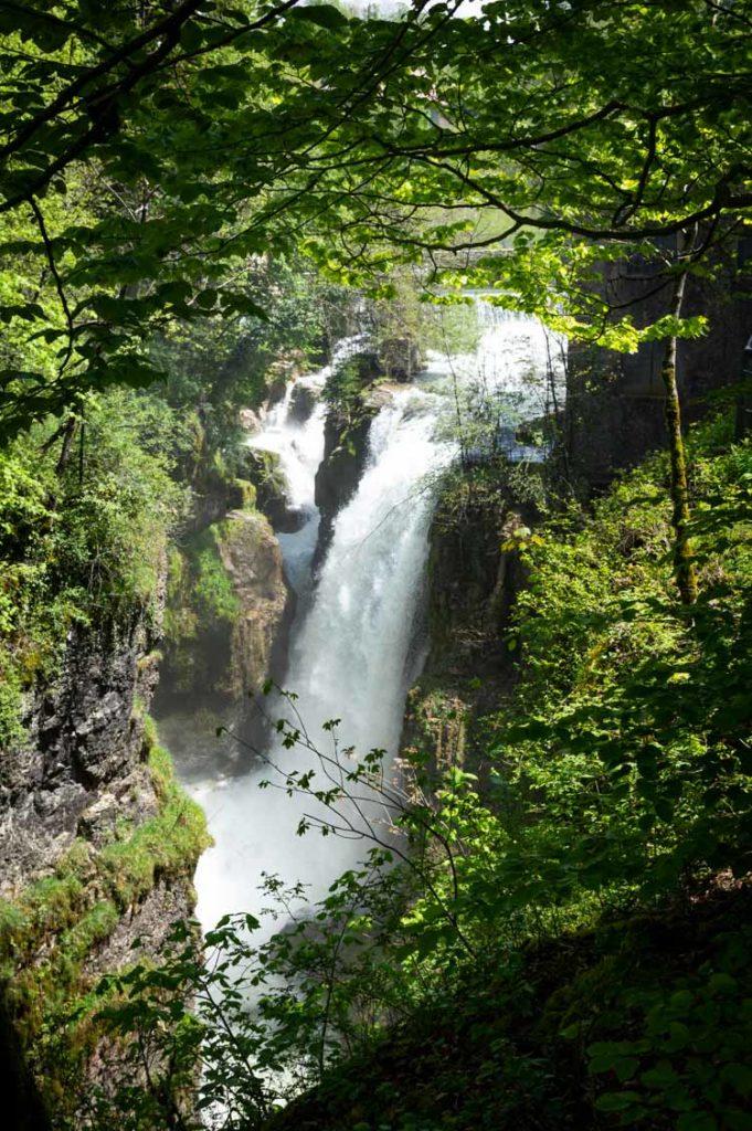 Cascade dans les Gorges de la Langouette dans le Jura