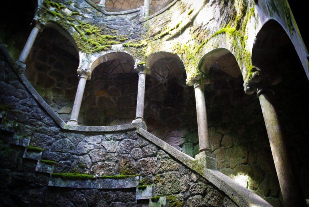 le puits initiatique des jardins de la Quinta de la Regaleira