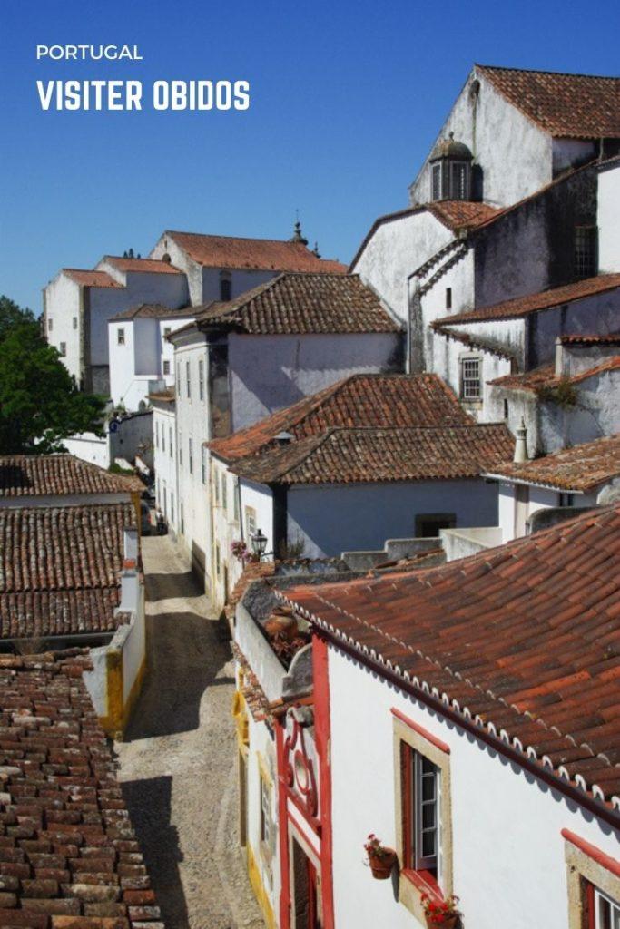 Visiter le village médiéval fortifié d'Obidos à 1 heure de route de Lisbonne au Portugal