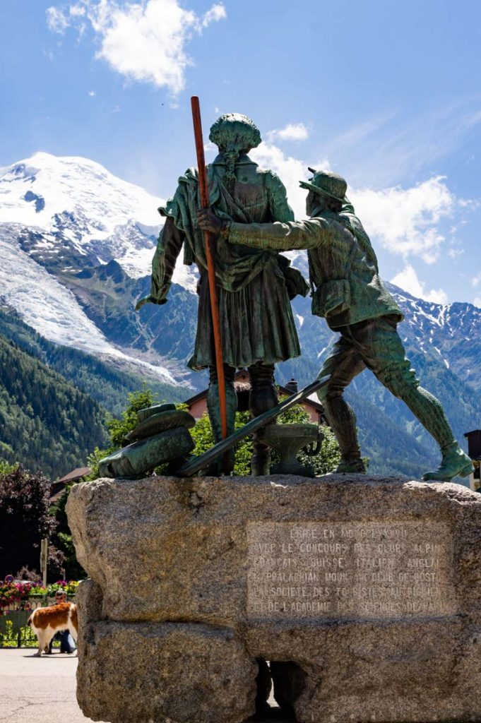 statue des alpinistes du Mont Blanc