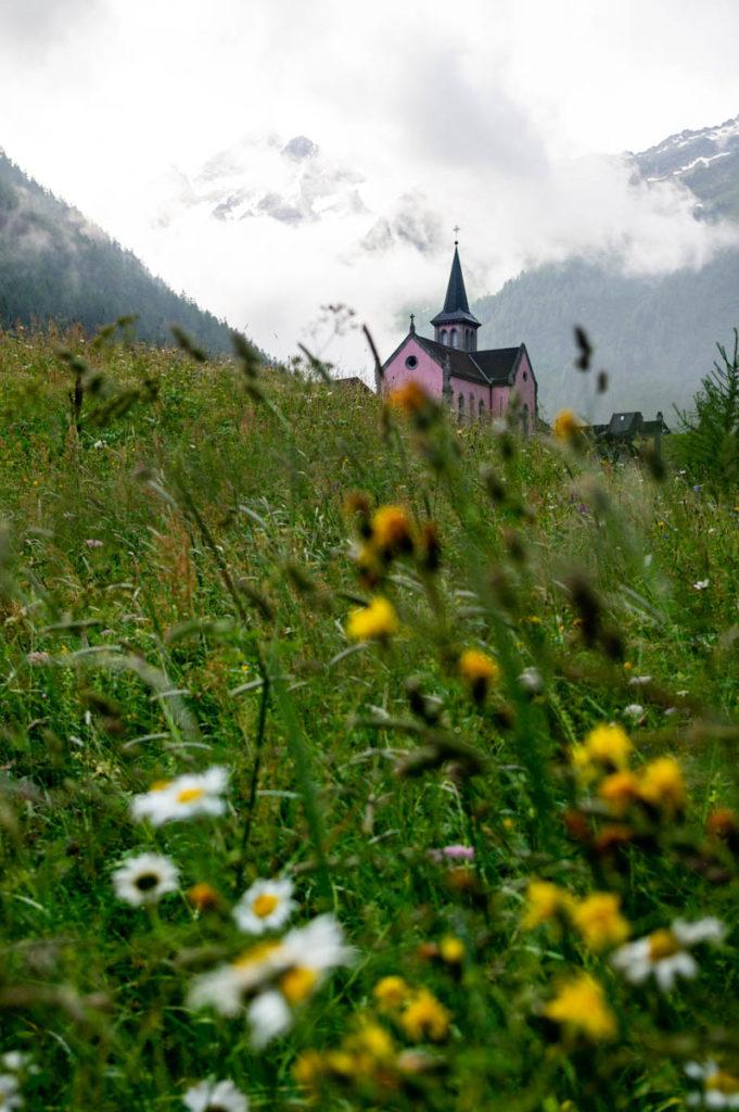 la petite église rose de Trient - Suisse