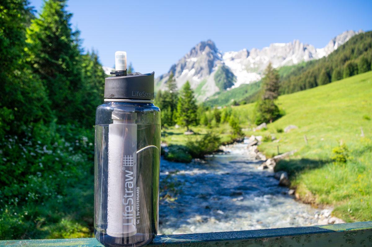 Gourde filtrante lifestraw pour les randonnées en montagne