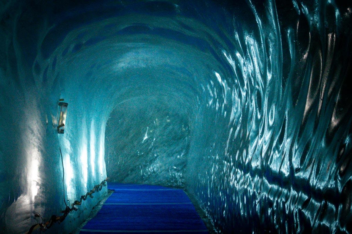 La grotte de glace creusée dans la Mer de Glace à Chamonix