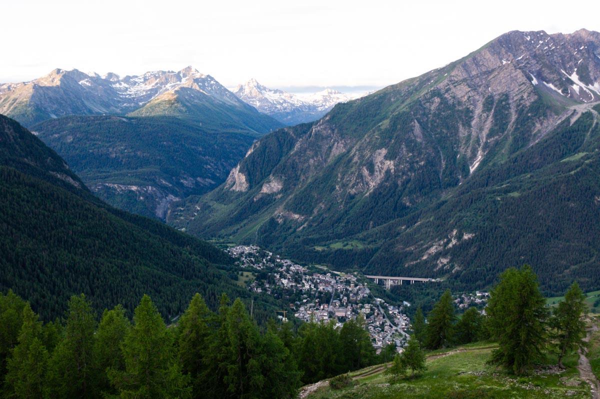 vue sur la Vallée de Courmayeur depuis le refuge Bertone