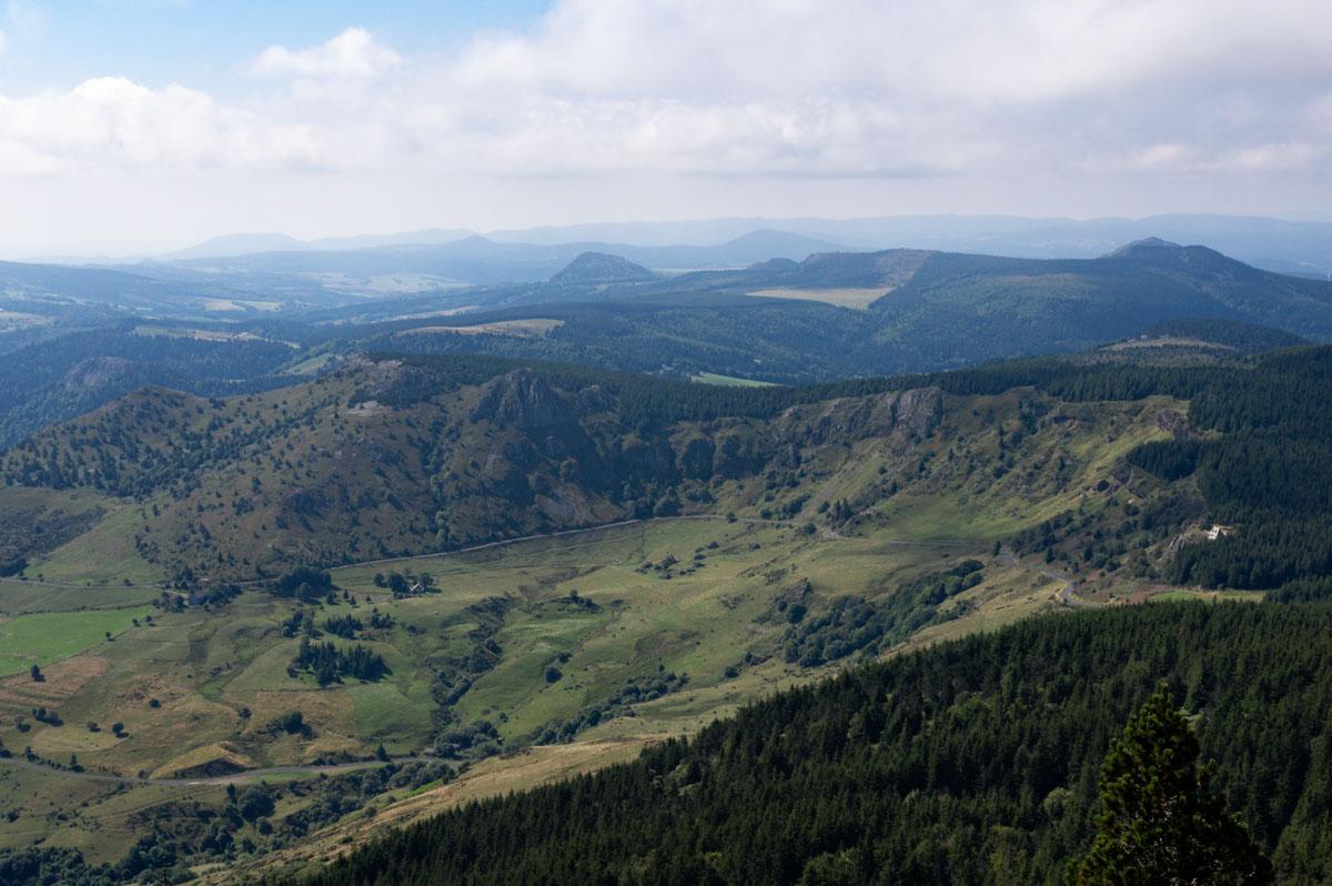 Panorama sur le Cirque des Boutieres depuis le sommet du Mont Mézenc