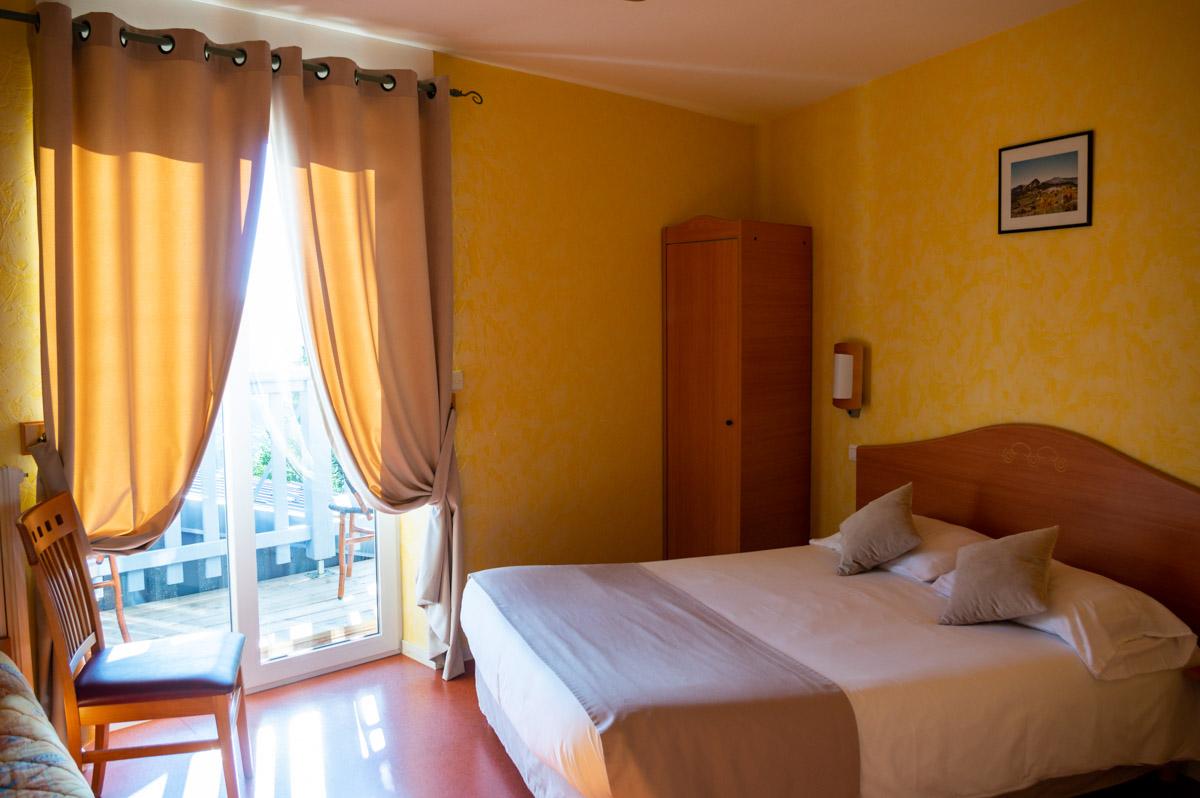 Chambre à l'hôtel Restaurant Beauséjour au Béage