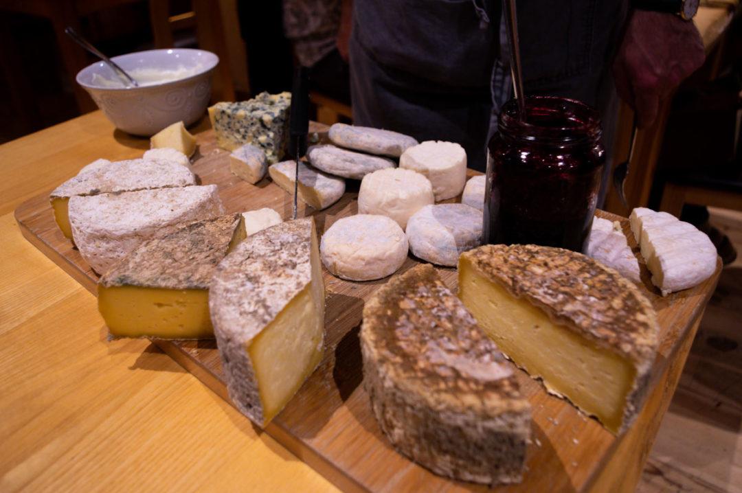 plateau de fromages d'auvegne, d'ardèche et de Haute Loire - Hotel Restaurant Beauséjour au Béage