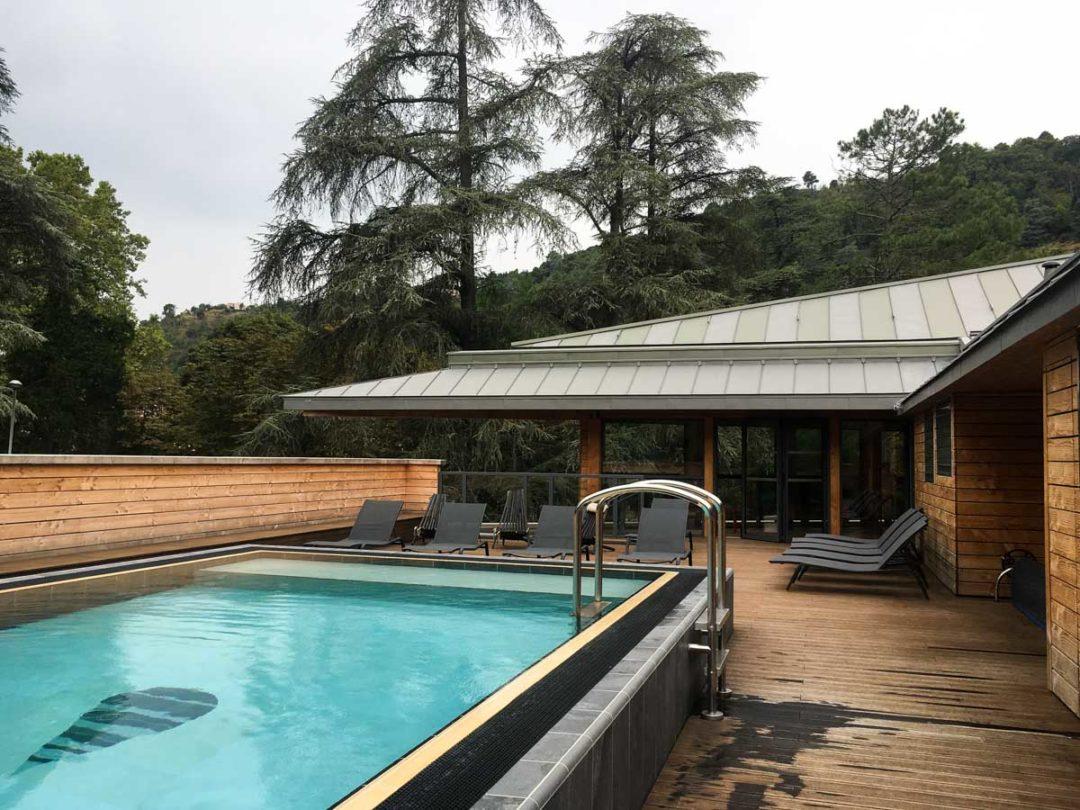 Bassins chauds extérieurs au Spa Séquoia Redwood à Vals-les-Bains