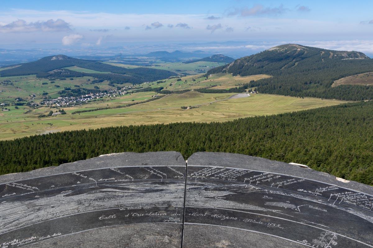 la table d'orientation du Mont Mézenc à 1753 m