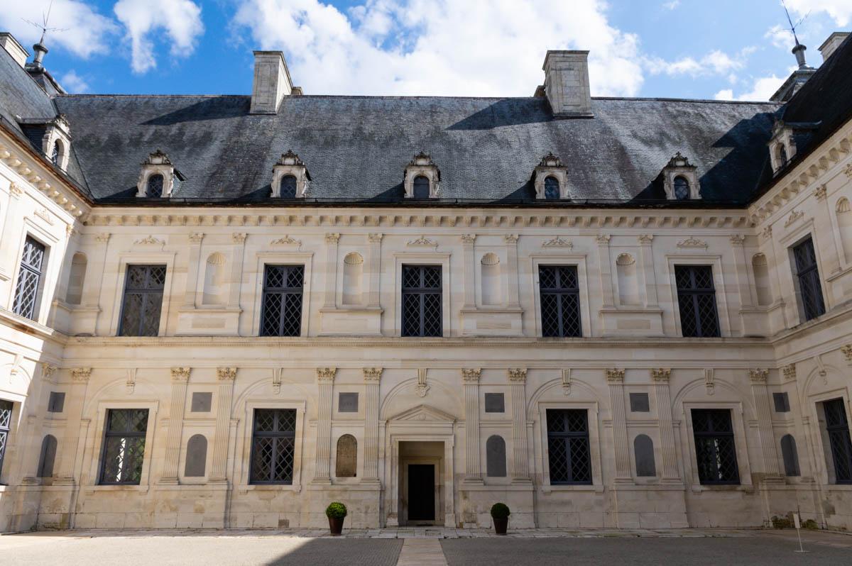 Cour du Château d'Ancy le Franc