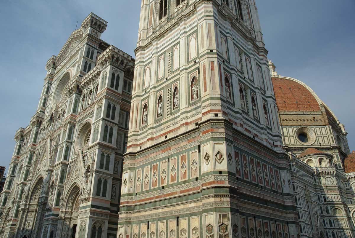 La facade principale du Duomo de Florence
