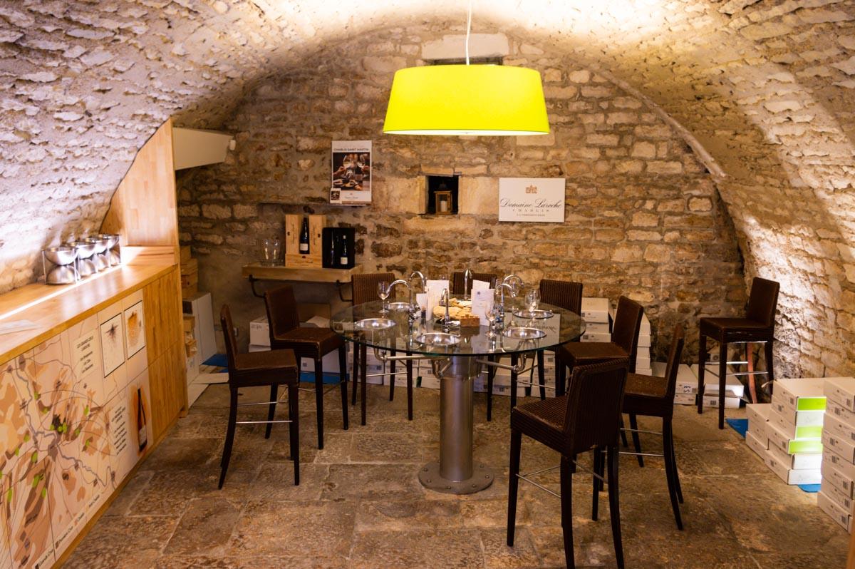 Salle de dégustation de Chablis dans la boutique du Domaine Laroche