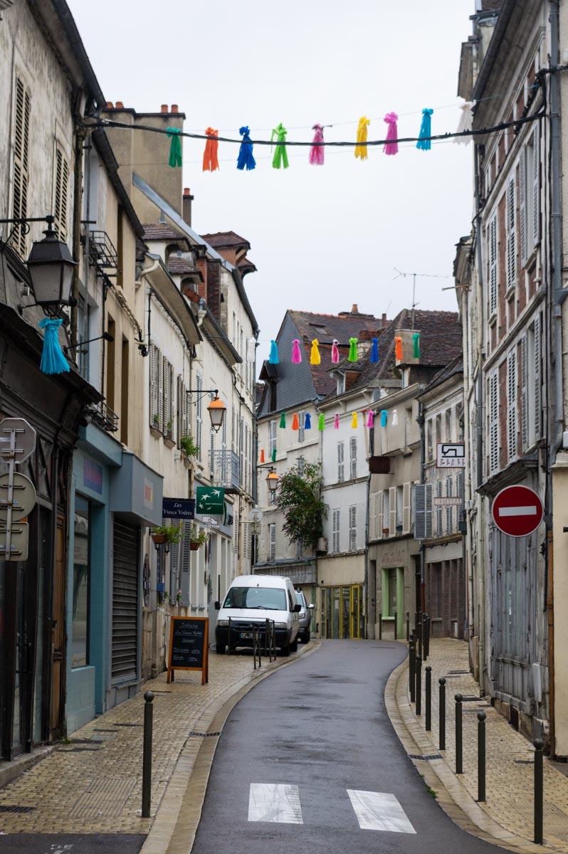 rue dans le centre ville de Tonnerre