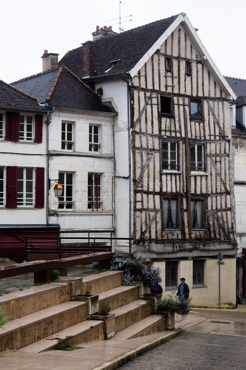 maison à pans de bois dans le centre ville de Tonnerre dans l'Yonne